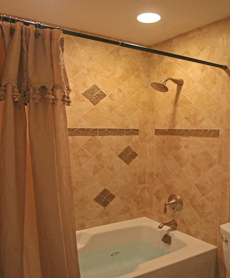 Bathroom shower tile ideas kamar mandi minimalis for Small bathroom ideas with tub